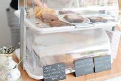 Angebot Auslage mit hausgemachten Muffins